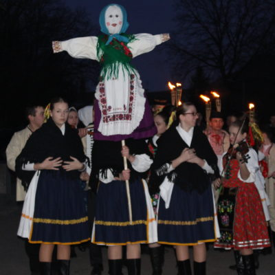 Tradičný zvyk pripomínajúci túžbu ľudí skoncovať s chladným počasím